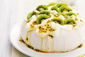 kiwi-passion-fruit-pavlova-sm